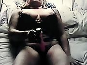 Horny mature fuckin her wet puss